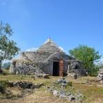 ancient stone trullo for sale near Ostuni