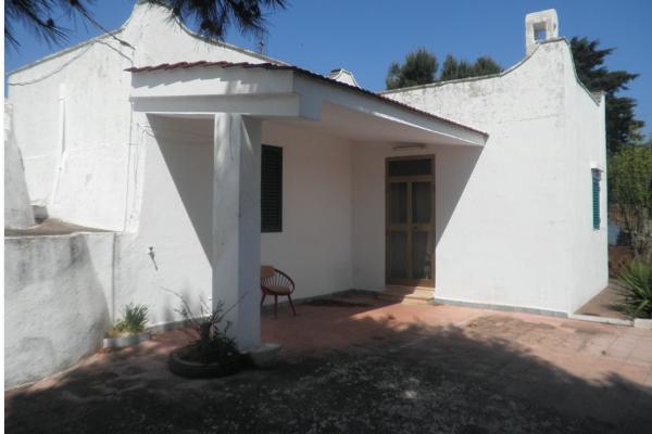 villa con trullo in vendita nelle campagne di ostuni