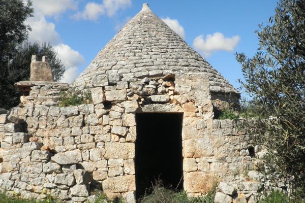Ancient stone Trullo with sea view for sale near Ostuni